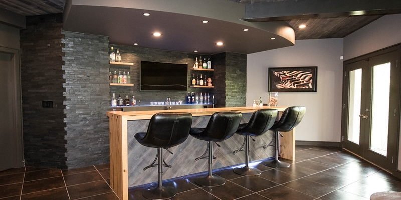 Recreation Room with Bar
